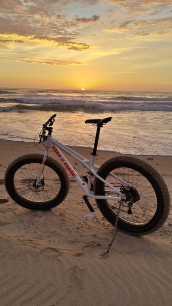 bikerumor pic of the day 6:42am. Fatbike + 25°C = perfect riding conditions on the South Coast of NSW Australia.