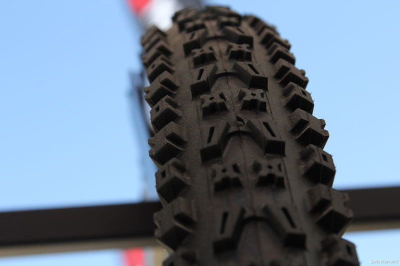 Soc14 Onza Introduces New Citius Dh Tire Plus Tanwalls
