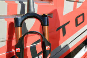 soc14-2015-Marzocchi-LCR-carbon-crown-650b-29er-fork