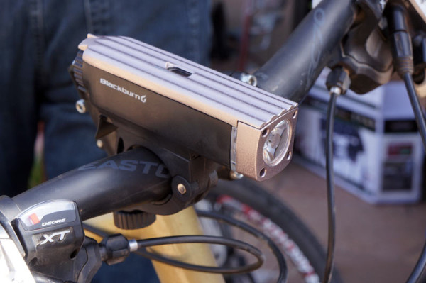 Blackburn-Central-Smart-auto-dimming-front-bicycle-light