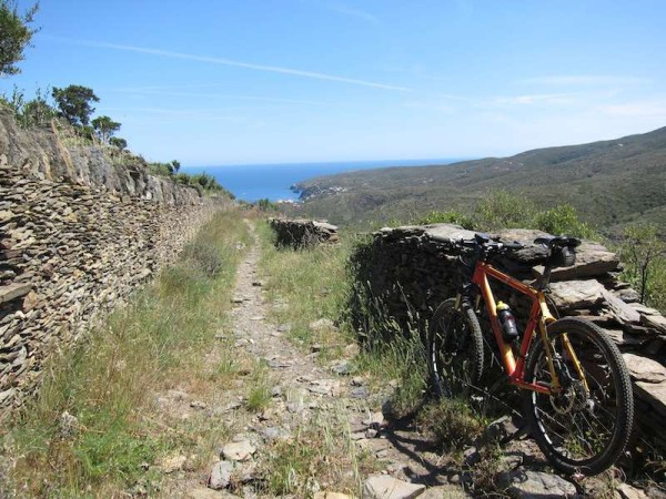 bikerumor pic of the day This is the pic of the weekend: Way to Cadaqués (Costa Brava - Catalunya). A perfect singletrack close the paradise.