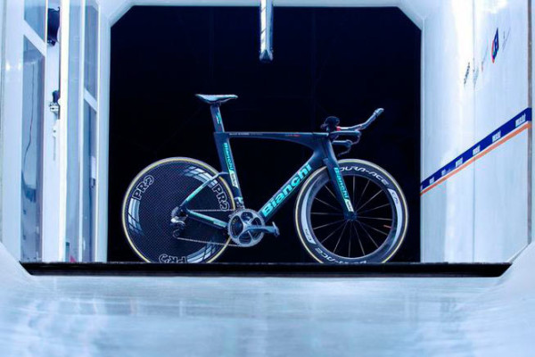 2015 bianchi aquila cv aero tt-triathlon bike with countervail vibration canceling technology