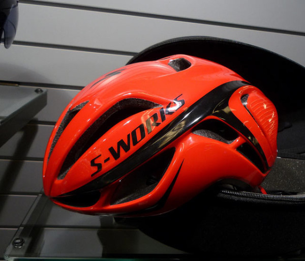 2015-specialized-evade-TdF-red-star-helmet