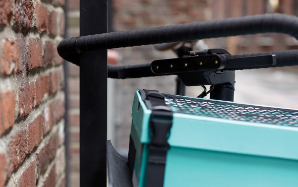 SEA-DENNY-The-handlebar-is-an-integrated-u-lock-system-which-allows-for-that-quick-stop-security-1160x730