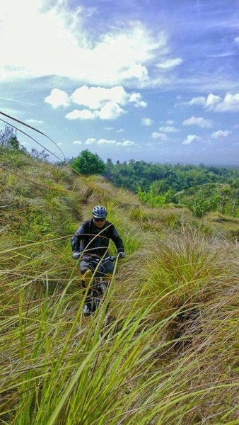 bikerumor pic of the day agony hill the philippines
