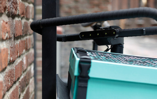 SEA-DENNY-The-handlebar-is-an-integrated-u-lock-system-which-allows-for-that-quick-stop-security
