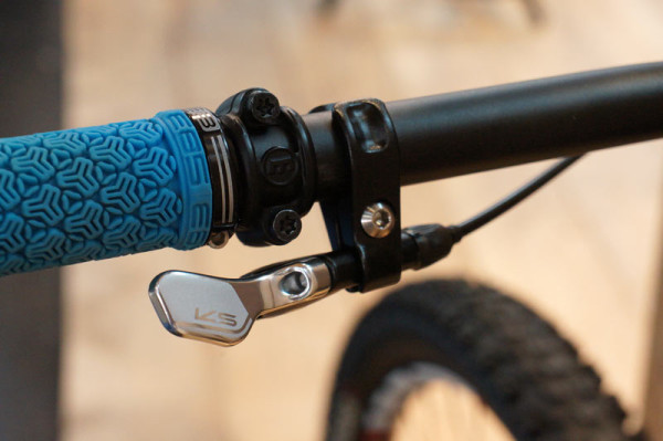 KS-Suspension-southpaw-left-handed-bottom-mount-dropper-post-remote01