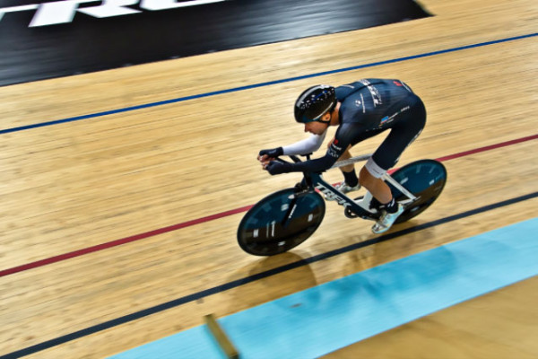 Jens Voigt breaks hour cycling record