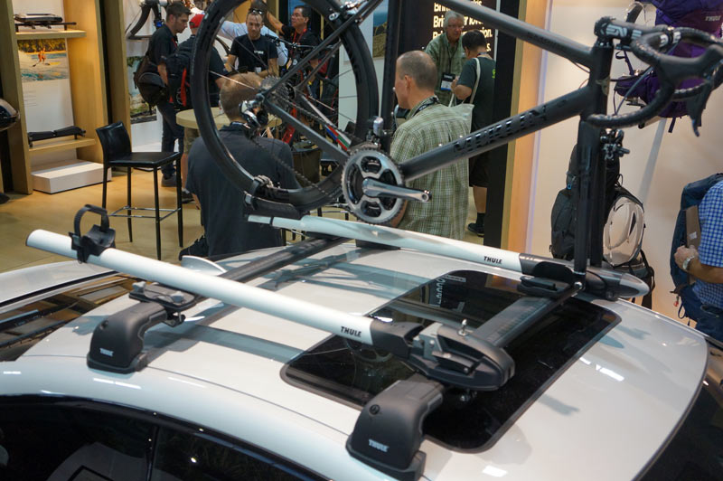 Ib14 Thule Adds Versatile New Roof Trays Soft Bike Case