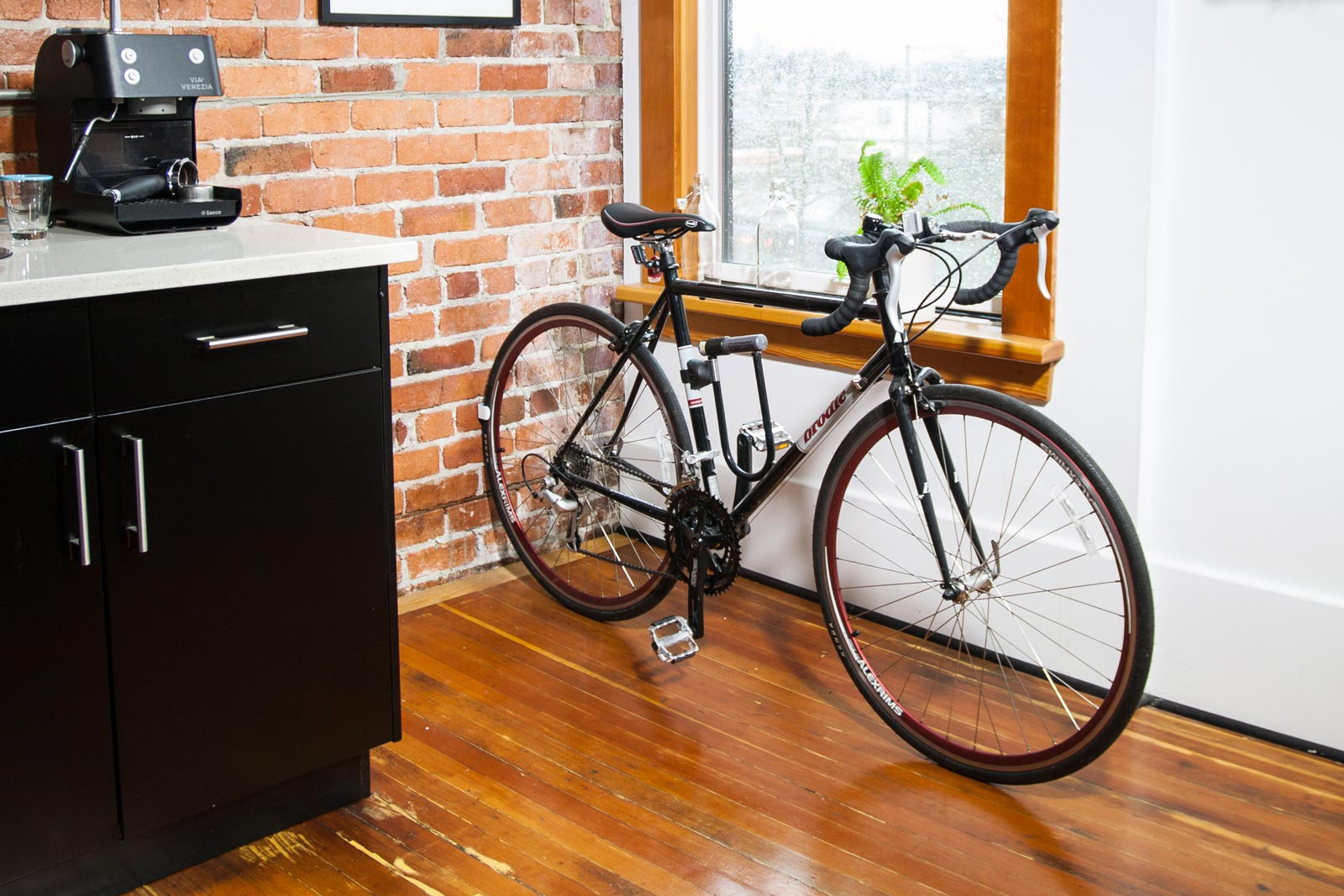 found clug the world 39 s smallest bike rack bikerumor. Black Bedroom Furniture Sets. Home Design Ideas