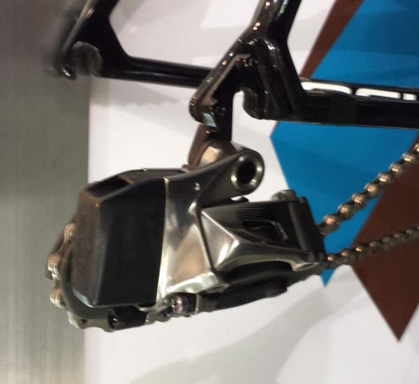 SRAM Red wireless electronic shifting road bike drivetrain spy shots from 2015 Tour Down Under