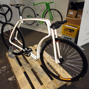 BFS15_Viks_stainless-steel_singlespeed_city_bike_Happarel-reflective-paint_with-flash