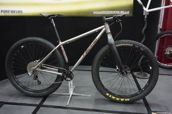 Quiring 29er-plus titanium mountain bike with 157mm rear axle spacing and offset chainline