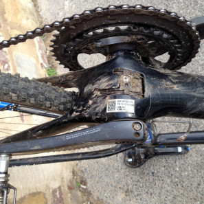 Storck_TIX_carbon_cyclocross_race_bike_Bottom-bracket-cable-routing