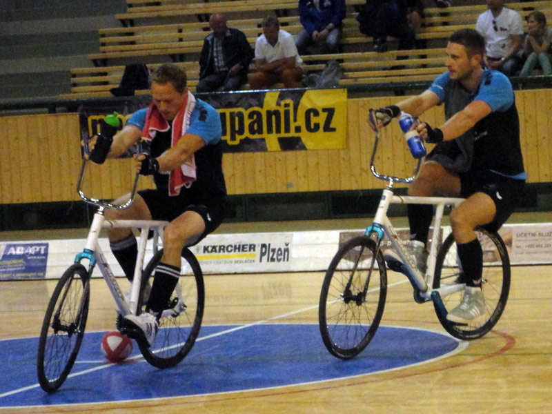 UCI-Cycle-Ball_World-Cup_RC-Hochst-2_warm-up
