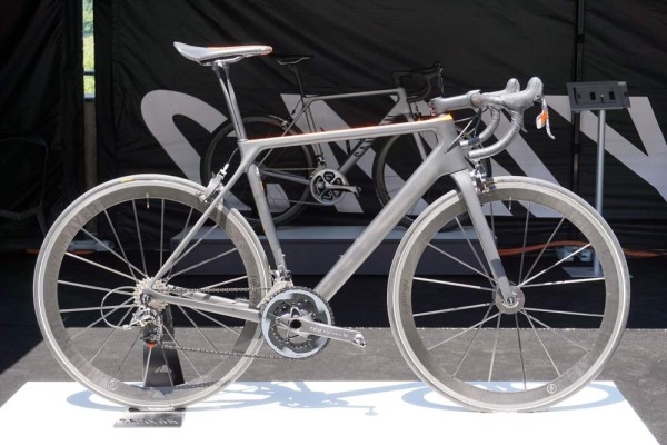 2016 Canyon Ultimate CF Evo ultra lightweight road bike with actual weight under 5kg