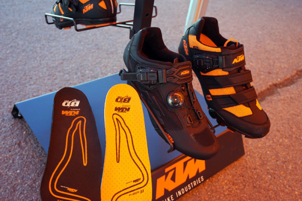 2016-KTM-mountain-and-road-bike-shoes-custom-insoles-01