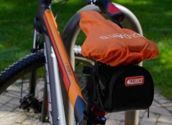 cloakd-bicycle-saddlebag-with-waterproof-seat-cover