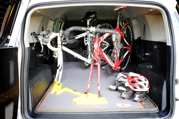 and minivans thule bike car racks rack en us ca get bikeracks for perfect cars canada the your