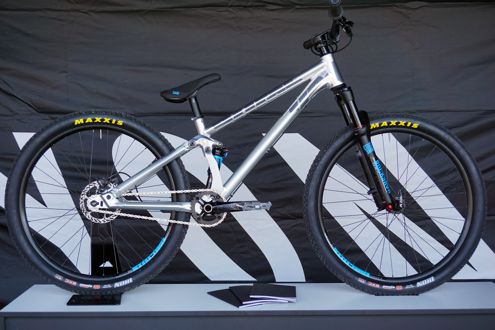 Canyon_Stitched-720_aluminum-100mm-full-suspension-singlespeed-slopestyle-mountain-bike_complete