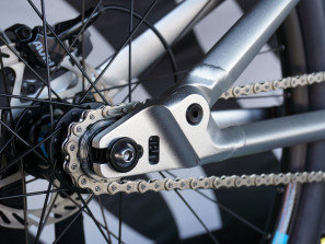 Canyon_Stitched-720_aluminum-100mm-full-suspension-singlespeed-slopestyle-mountain-bike_dropouts
