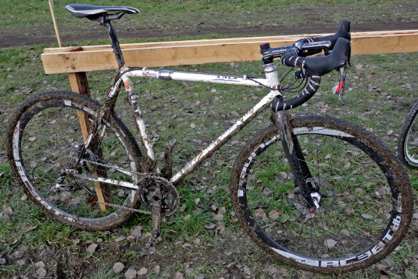 Project-XMyHeart_cyclocross-race-pit-mud