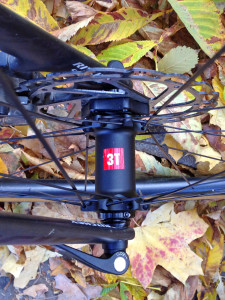 3T-Discus-C35_mid-section-disc-brake-carbon-clincher-wheelset_road-gravel-cyclocross_front-hub