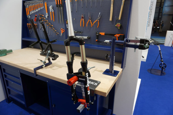BiciSupport-bicycle-repair-workshop-stands-tables-mounts-and-tools03