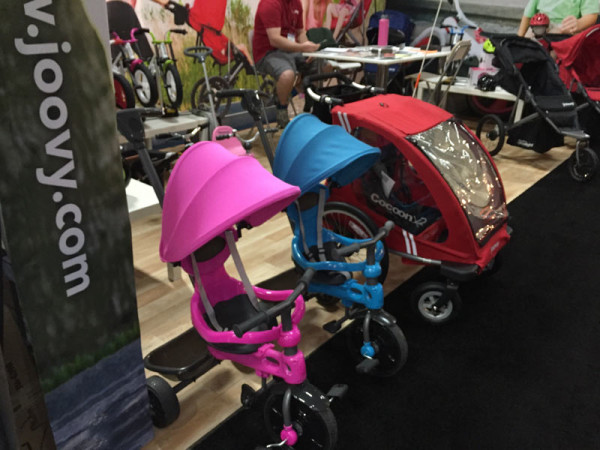 joovy-cocoon-tricycle-stroller-trailer01