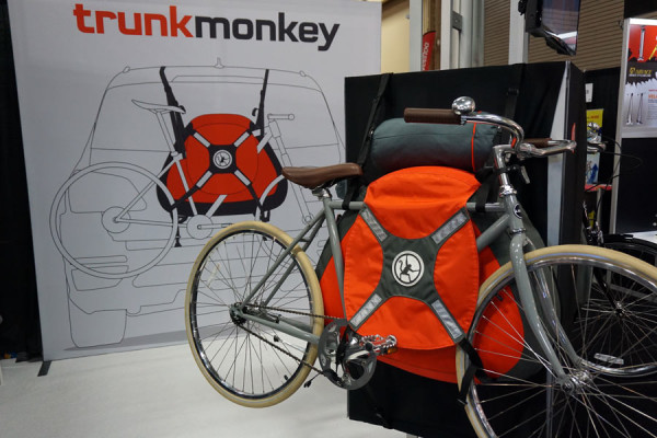 trunk-monkey-inflatable-trunk-mounted-bicycle-rack02