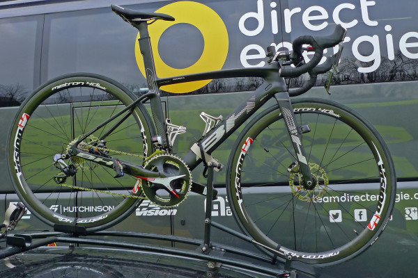 Flanders-Tech_RVV_BH-G7-Disc_disc-brake--aero-road-race-bike_Direct-Energie_Ryan-Anderson-rooftop
