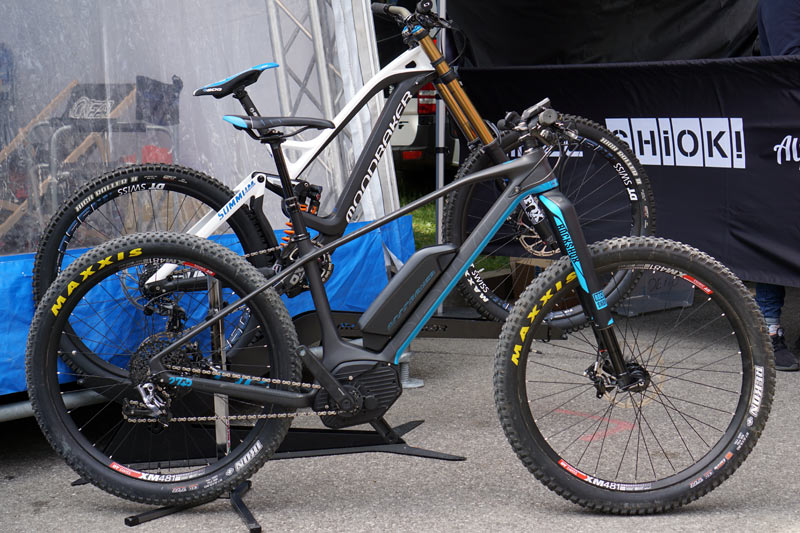 mondraker takes e mtb prime time with new carbon hardtail. Black Bedroom Furniture Sets. Home Design Ideas