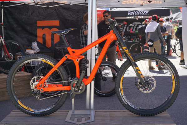 2017-Mongoose-Bootr-downhill-mountain-bike01