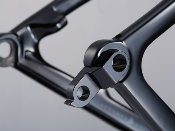 3T-Exploro-LTD_carbon-gravel-plus_dirt-gravel-asphalt-bike_hang-loose-hanger