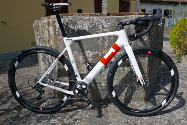 3T-Exploro-Team_carbon-gravel-plus_dirt-gravel-asphalt-bike_Magnus-Backstedt-side