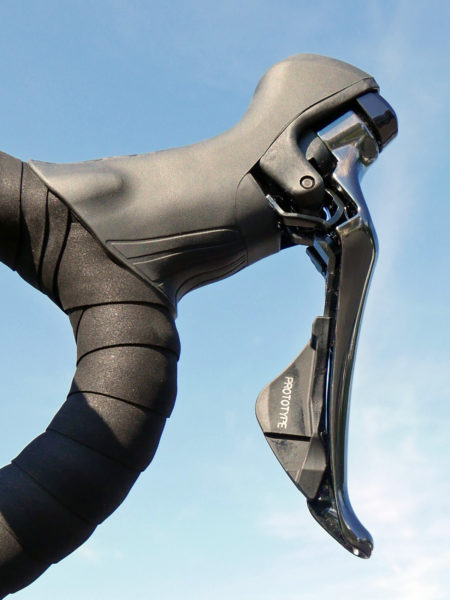 Shimnao_Dura-Ace-R9100_road-component-group_mechanical-lever-inside
