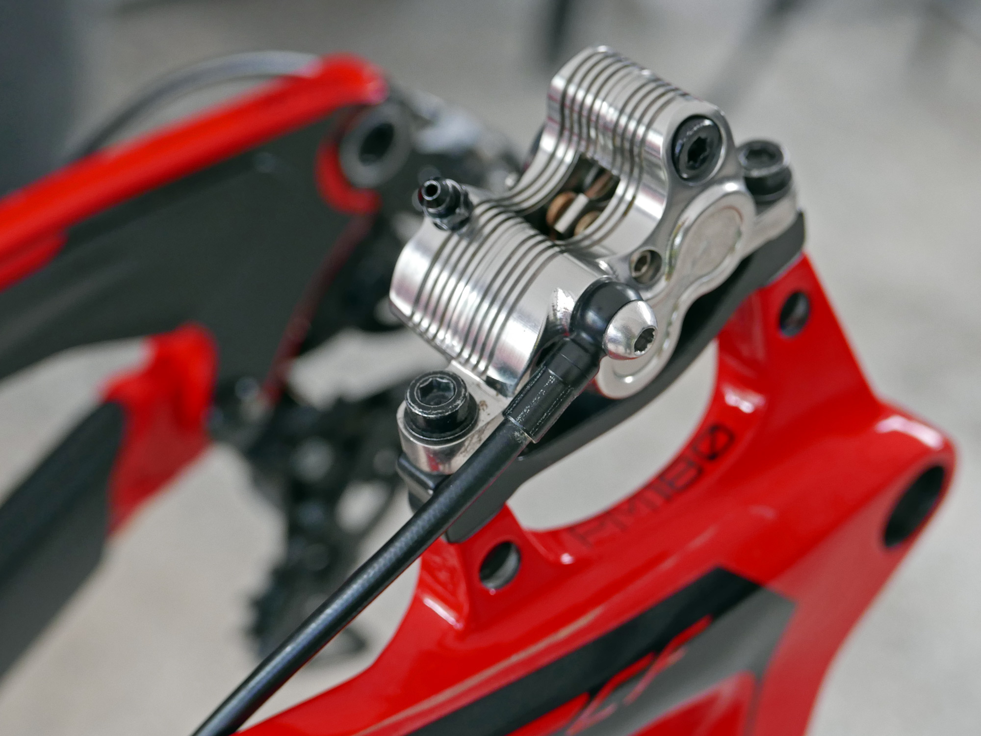 Dh Sneak Peek Next Gen Quadiem Prototype 4 Piston Downhill Brakes