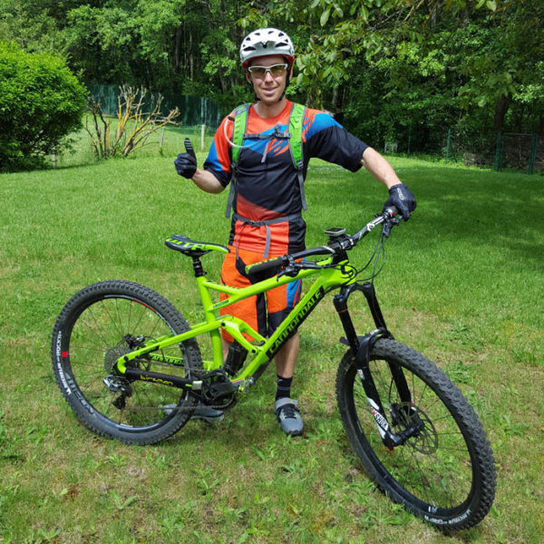 enduro world champ jerome clementz bike check and everyday carry contents
