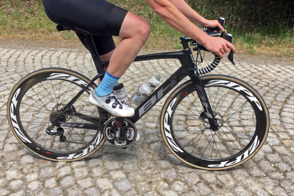 BH_G7-Disc_carbon-disc-brake-aero-wide-tire-classics-road-bike_driveside-pave