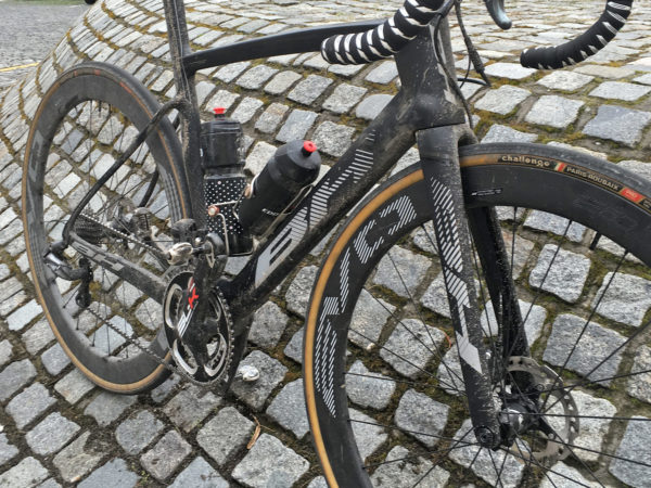 BH_G7-Disc_carbon-disc-brake-aero-wide-tire-classics-road-bike_frame-front