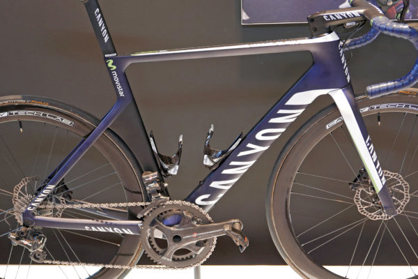canyon_aeroad-cf-slx-disc_carbon-lightweight-disc-brake-aero-aerodynamic-road-race-bike_movistar-pro-team_frameset