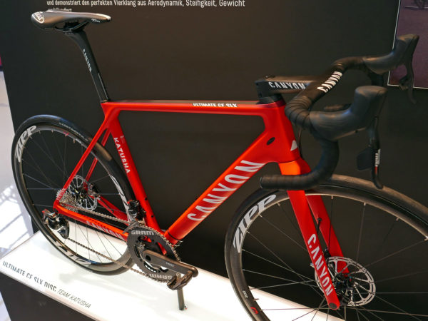 canyon_ultimate-cf-slx-disc_carbon-all-around-lightweight-disc-brake-road-race-bike_katusha-pro-team_frameset-angled