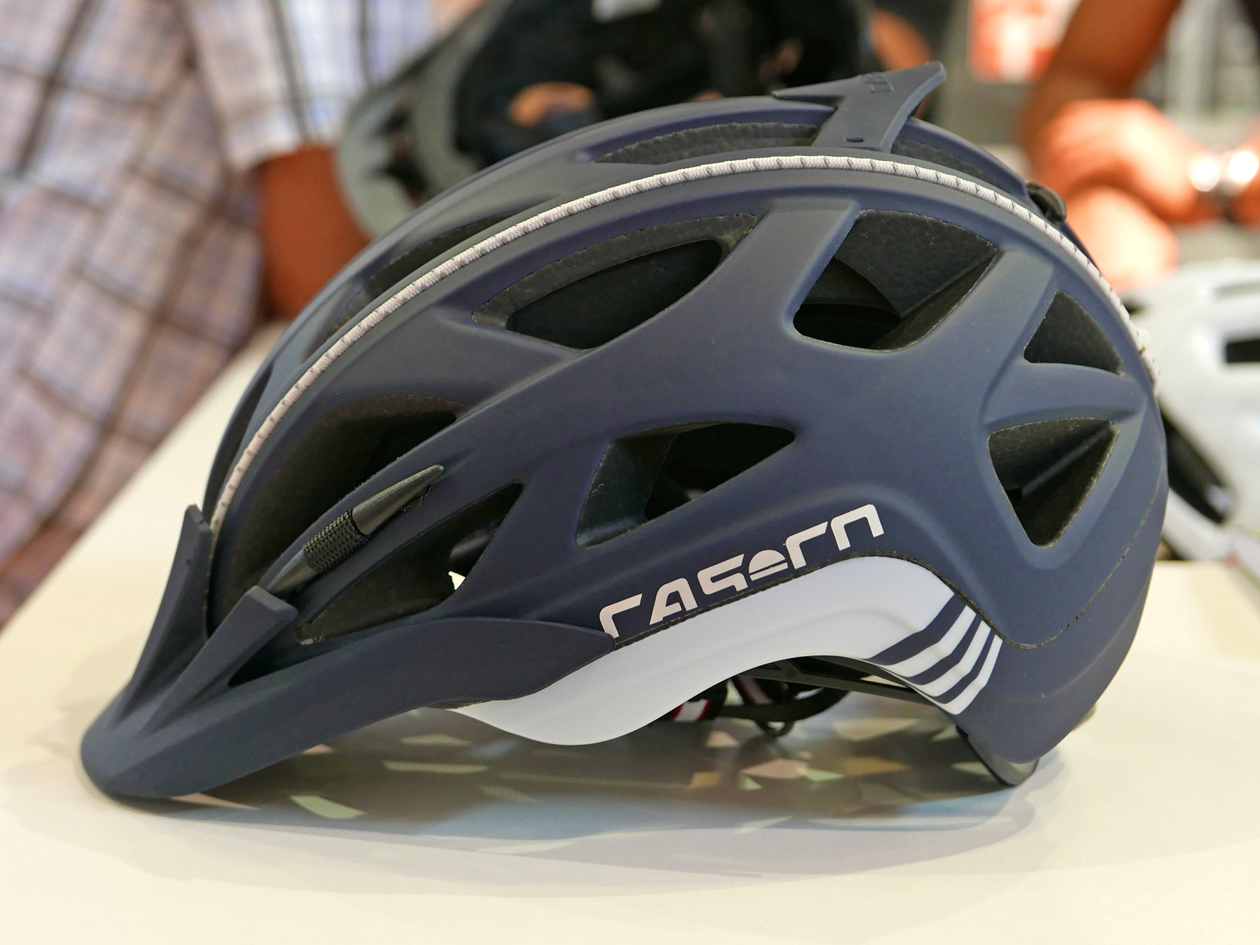 eb16 casco finalizes well vented full air rcc helmet. Black Bedroom Furniture Sets. Home Design Ideas