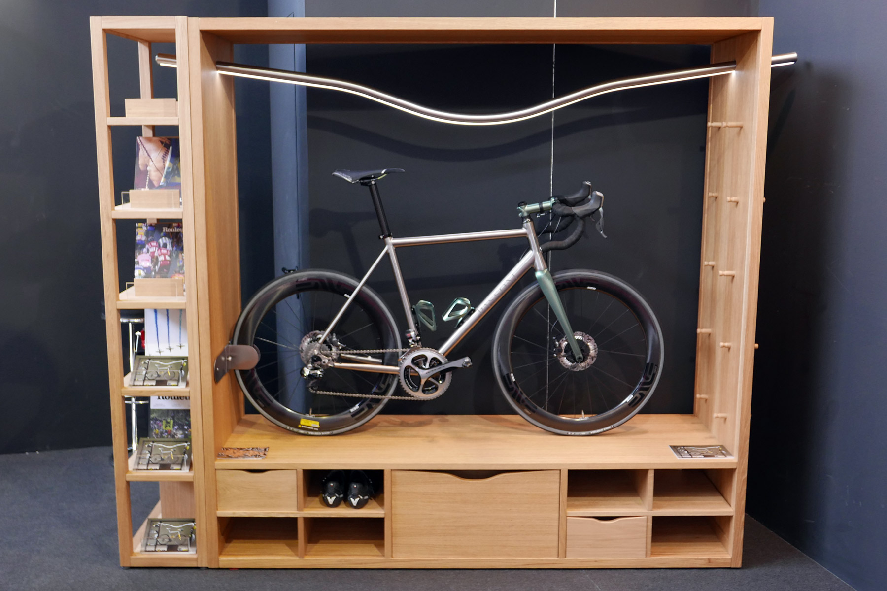 Eb16 vadolibero has the ultimate way to store show Bicycle bookshelf