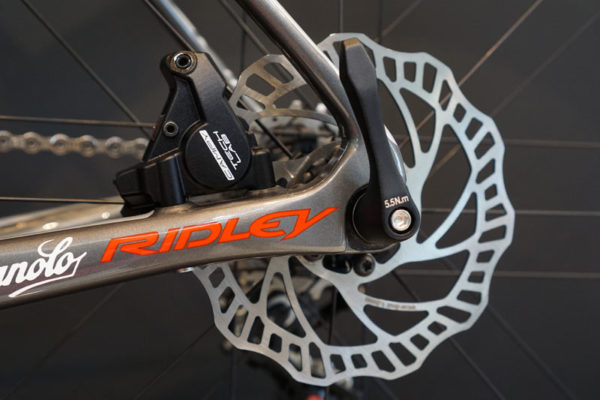 campagnolo-rounded-disc-brake-rotor-for-uci-approval01