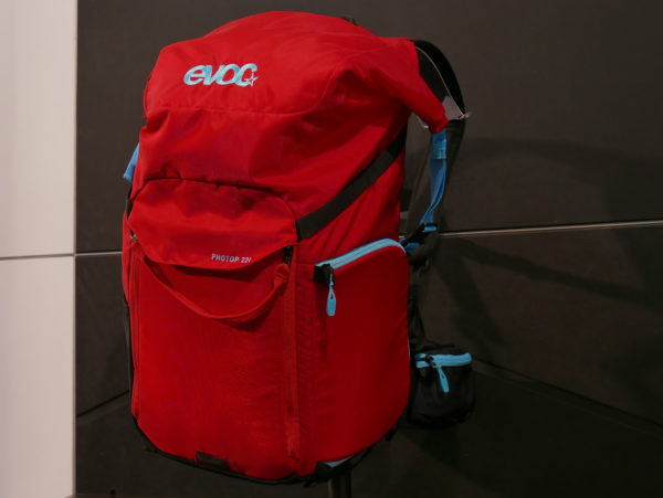 evoc_photop-22l_compact-modular-on-the-bike-pro-camera-backpack_red