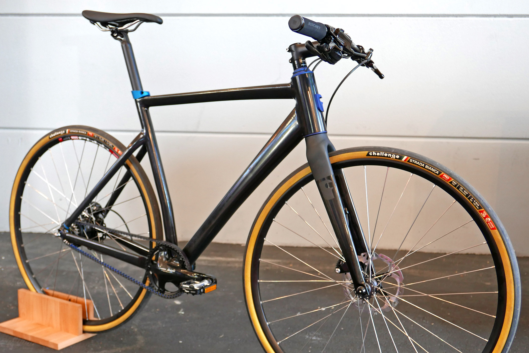 eb16 fabike adds affordable aluminum a1r a1x options to their all road cross platform bikerumor. Black Bedroom Furniture Sets. Home Design Ideas