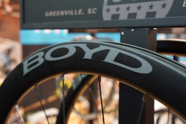 boyd-cycling-carbon-road-wheels-white-industry-hubs02