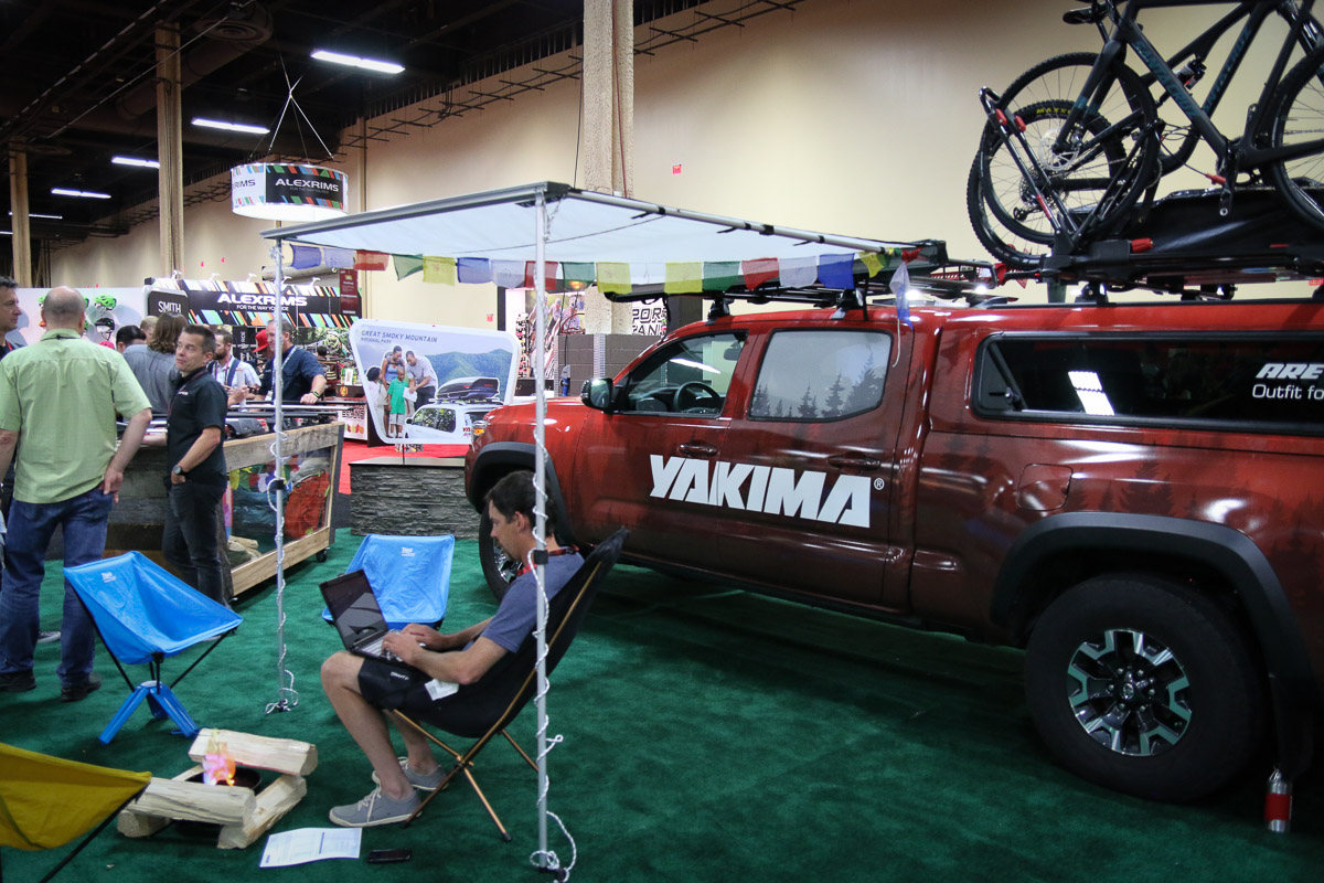 Ib16 Yakima Rolls With Drtray Hitch Rack New Roof Racks