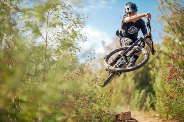 commencal-meta-ht-am-race_enduro-all-mountain-aluminum-hardtail-mountain-bike_gaetan-vige-aired-out